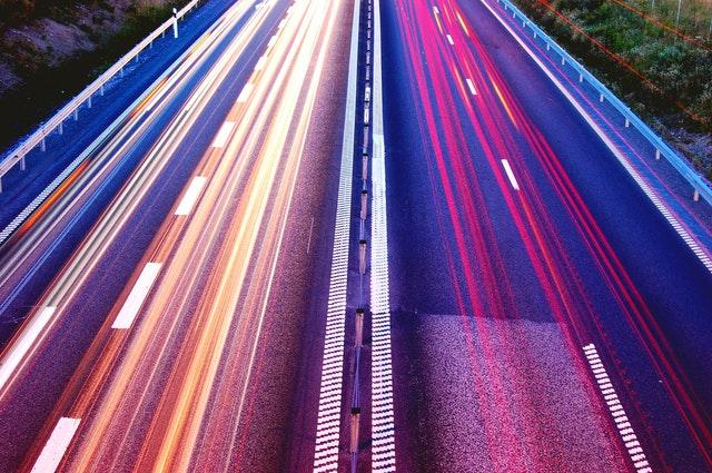Eine Autobahn als Symbol für die Geschwindigkeit einer Seite